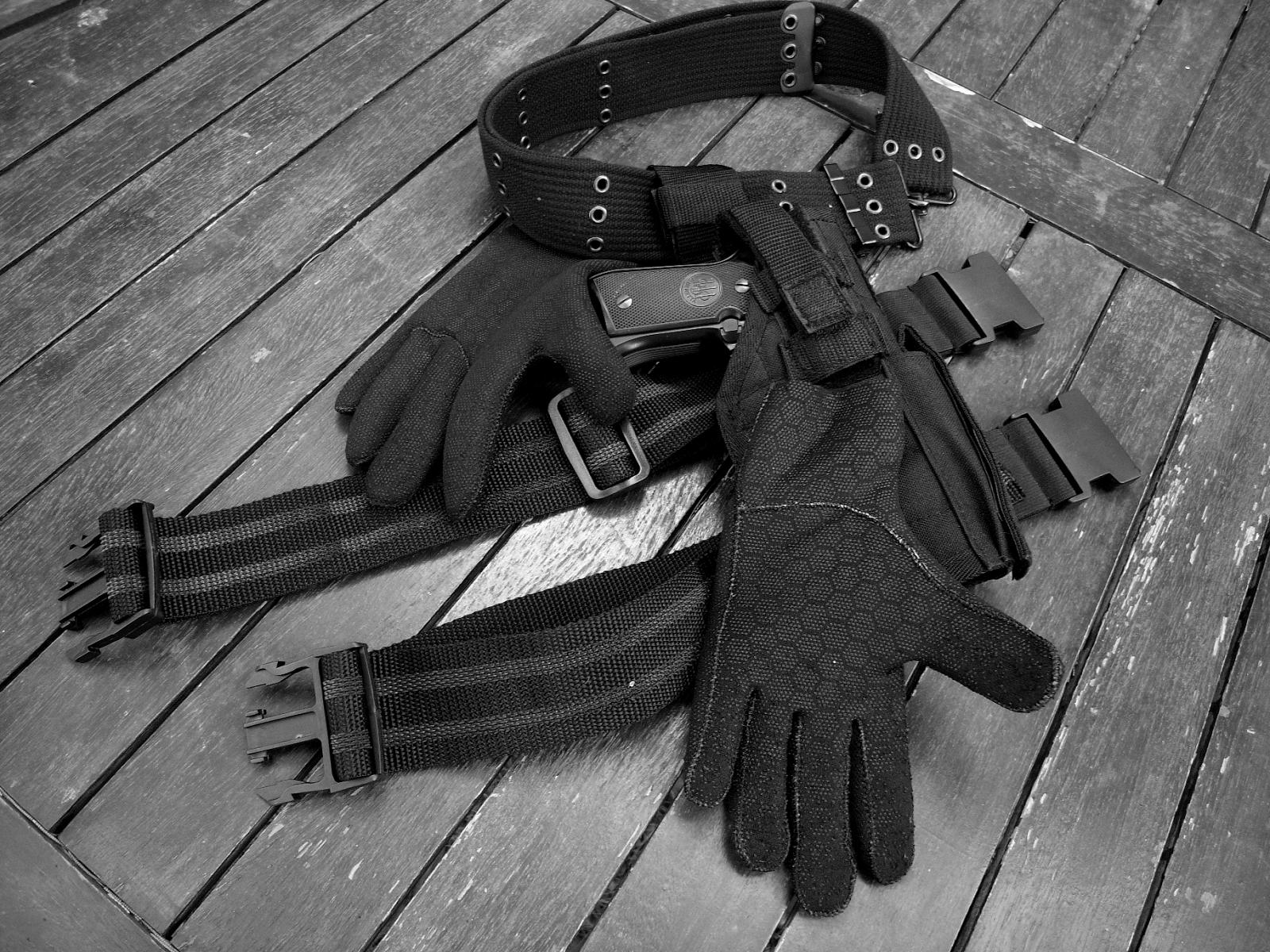 guanti in neoprene per forze di polizia